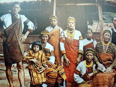 Taiwan Aborigines in an old picture from the Japanese time