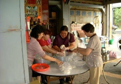 Taiwanese Desserts: Hakka women preparing moji for a wedding